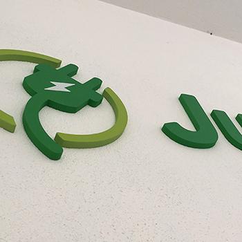 3D logo v interiéri pri vstupe.