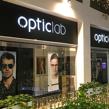 Branding svetelných boxov pre optiku v Citygate.